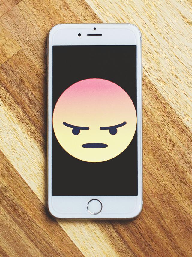 mengapa touchscreen iphone lari sendiri